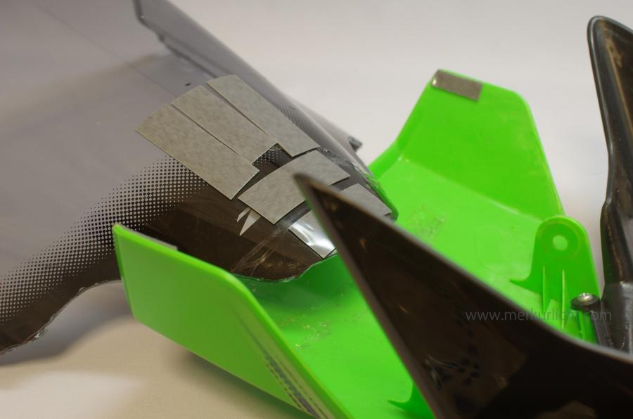 風防に両面テープ2