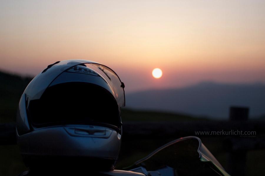 ヘルメットと夕日2
