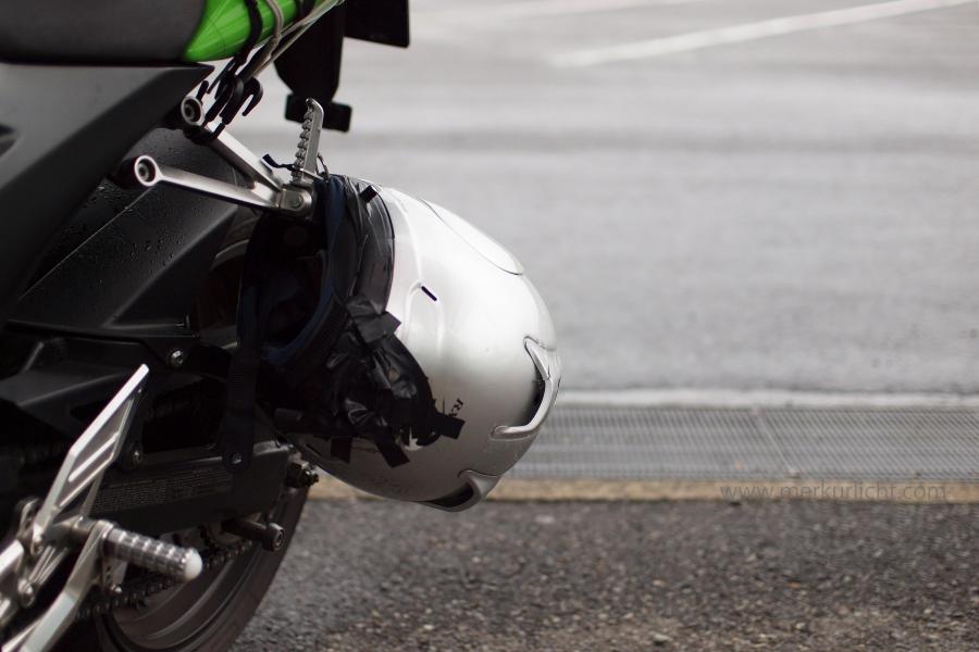 雨のヘルメット